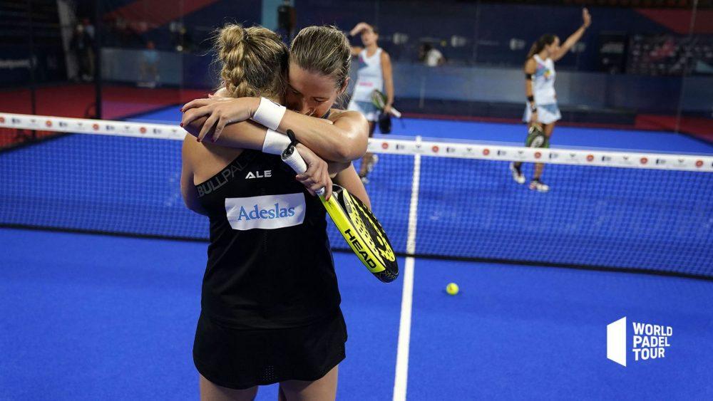 La dupla ganadora se abraza tras el triunfo (Fotos y vídeo: WPT)