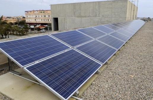 Más placas solares.