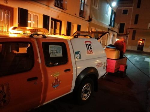 Tareas de desinfección de Protecció Civil en Ciutadella.