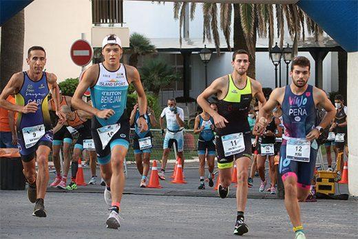 Imagen de un momento de la carrera a pie del año pasado (Foto: deportesmenorca.com)