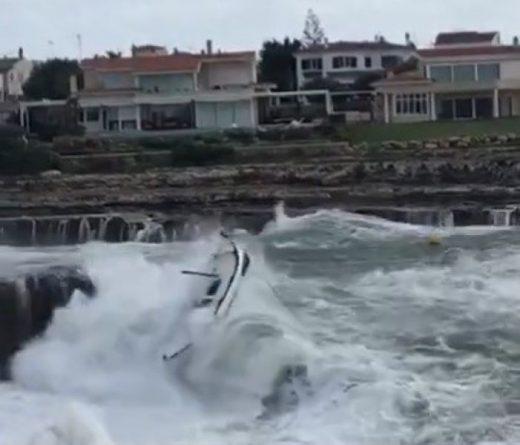 A merced de olas y vientos.