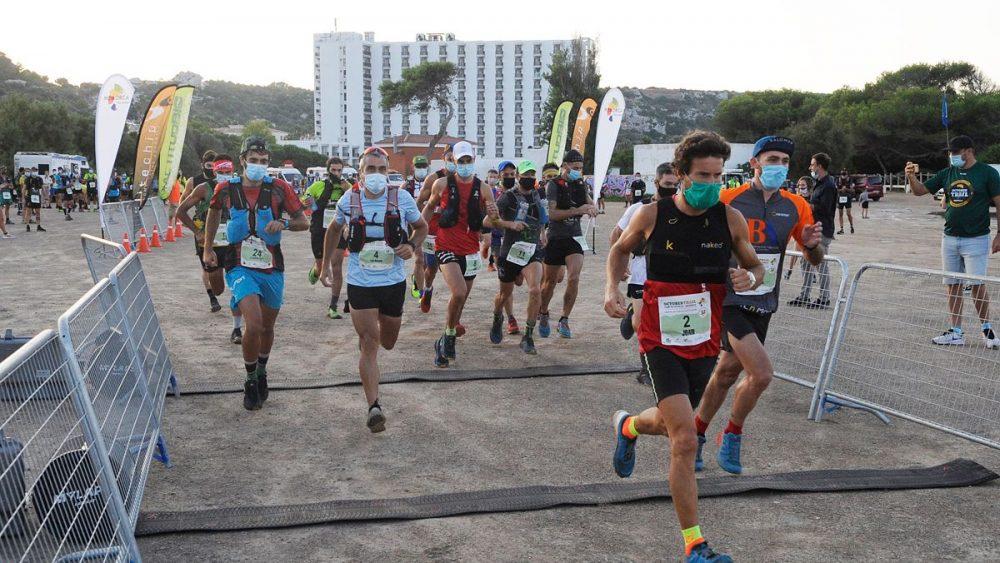 Salida de un grupo de corredores con Joan Florit a la cabeza (Fotos: Tolo Mercadal)