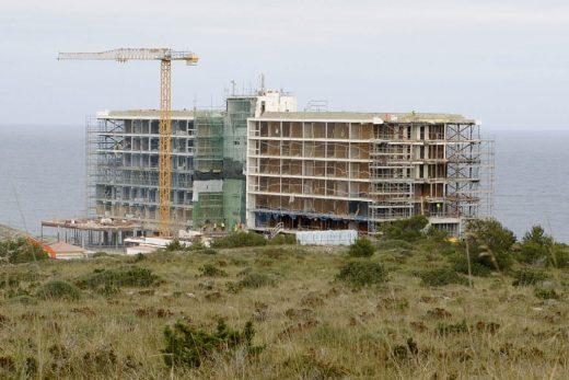 Imagen de las obras en el hotel Castell Playa (Foto: GOB Menorca)