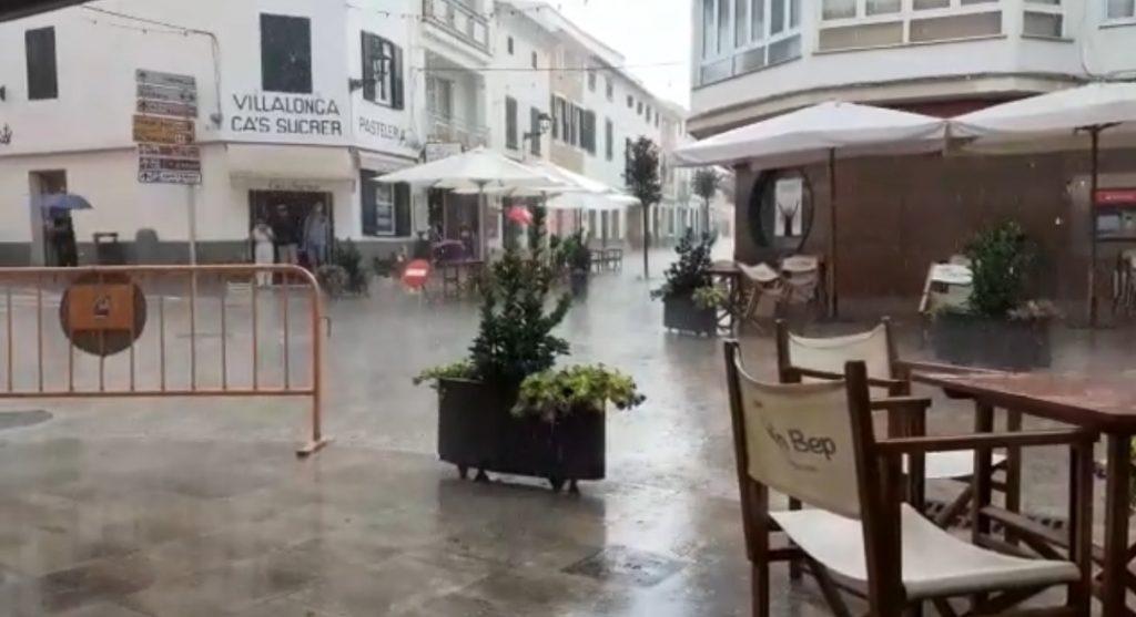 Calles mojadas en Menorca