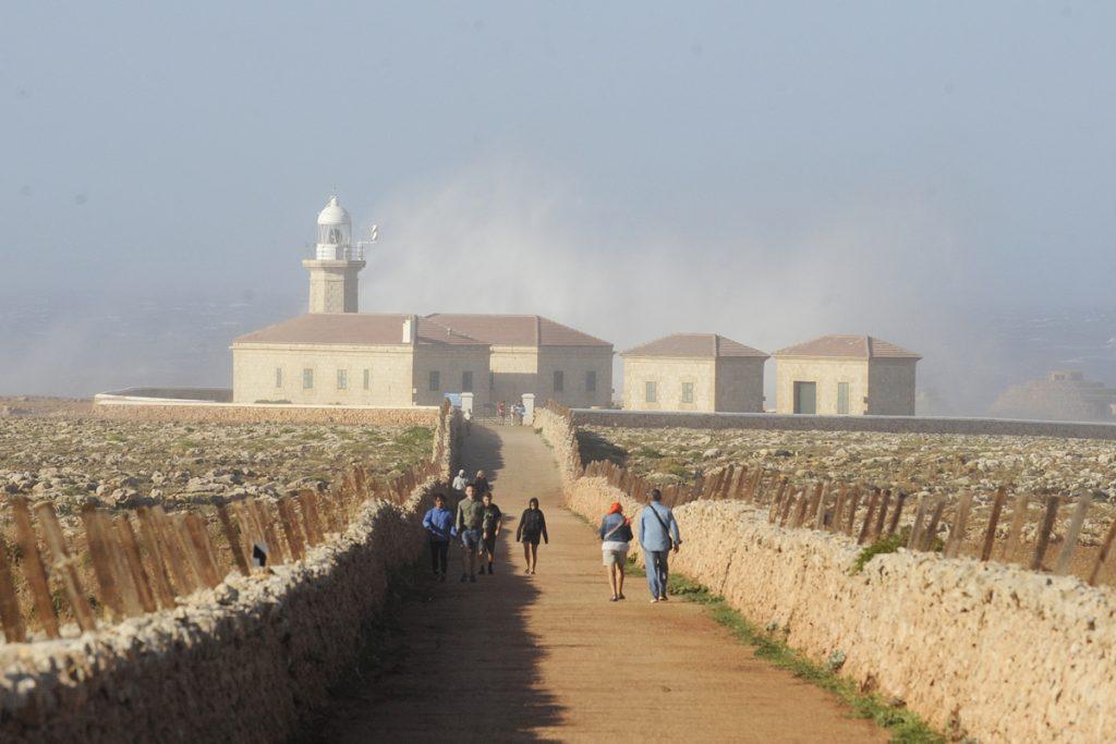 Fuerte oleaje en Punta Nati, en Ciutadella (Foto: Tolo Mercadal)