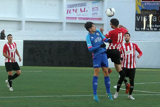 Acción del Sporting-Mercadal del curo pasado (Foto: deportesmenorca.com)
