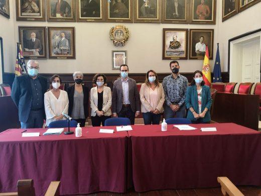 Representantes del Govern, Consell y Ayuntmaiento reunidos este viernes en Maó