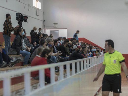 (Galería de fotos) Duro estreno para el Atlético Mercadal