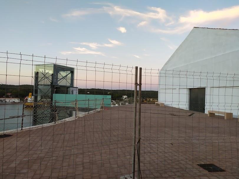 Plaza situada entre el nuevo ascensor y el Claustre del Carme