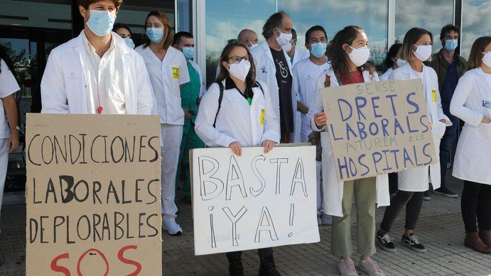 Concentración a las puertas del Mateu Orfila (Fotos: Tolo Mercadal)