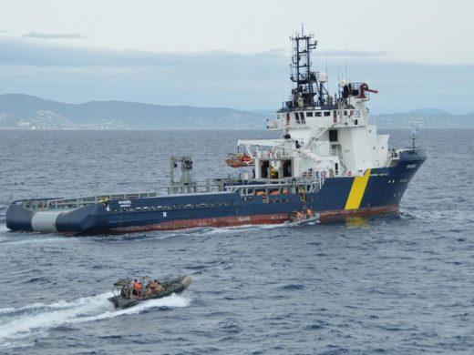(Fotos) Dos buques de la Armada recalan en el puerto de Maó