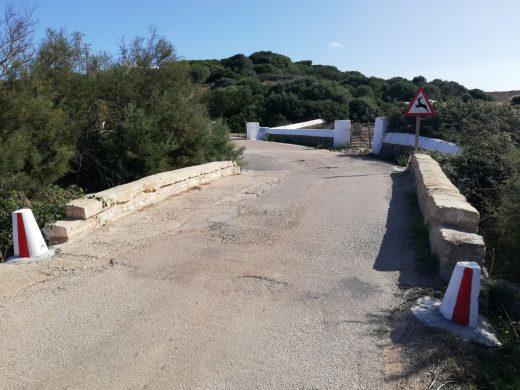 Imagen actual del puente en el camino hacia el faro de Cavalleria
