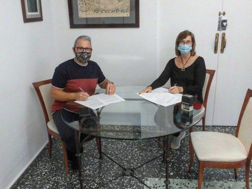 Momento de la firma del acuerdo (Foto: Ajuntament d'Es Castell)