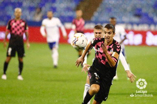 Pedro Capó persigue un balón durante el partido.