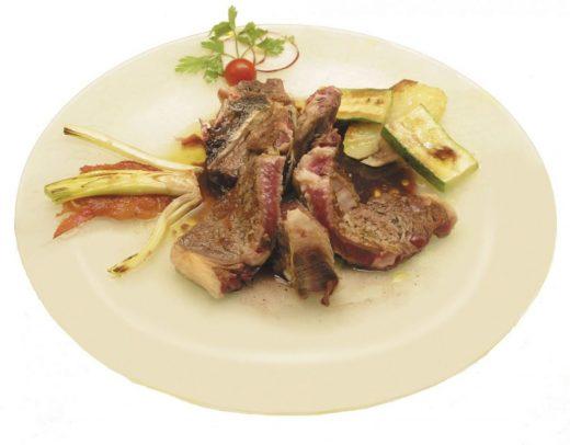Plato de carne menorquina.