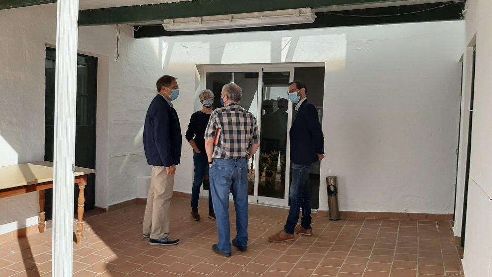Un momento de la visita al local (Fotos: Ajuntament de Maó)
