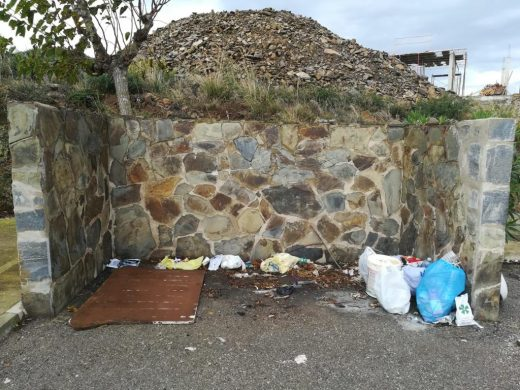 (Foto-denuncia) Incivismo en Cala Llonga