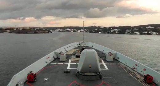 A la base naval.