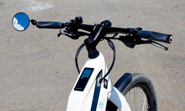 Las motos mejor que los coches eléctricos
