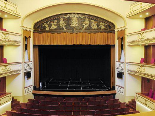 (Fotos) Todo a punto para la reinauguración del Teatre des Born