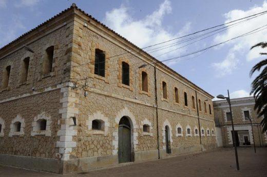 El Cuartel de Santiago albergará la nueva residencia geriátrica. (Foto: T.M.- CAIB)