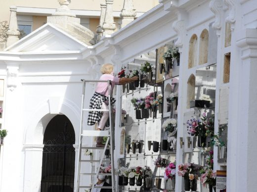(Fotos) Empiezan las visitas a los cementerios