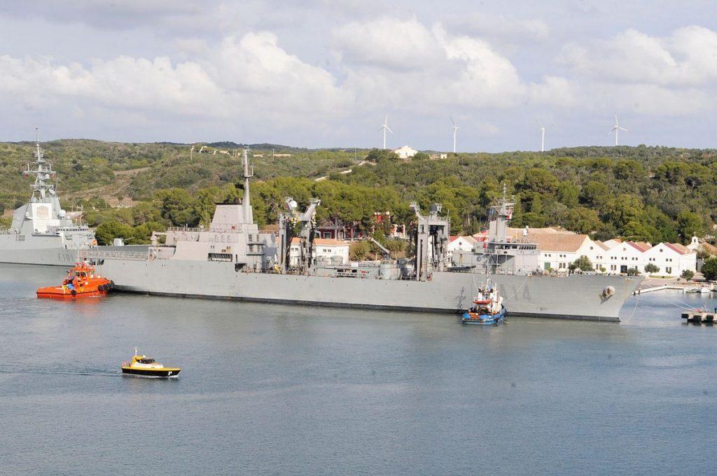 Imagen de los buques en el puerto de Maó (Foto: Tolo Mercadal)