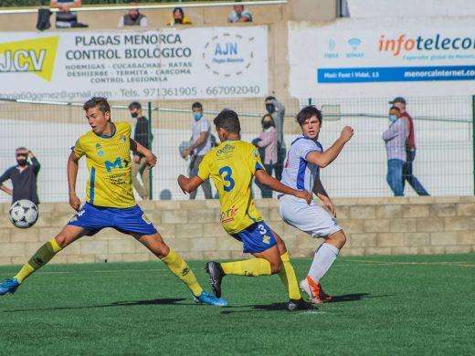 (Fotos) Un Atlético Villacarlos sin pegada pierde 0-1 ante el Europa