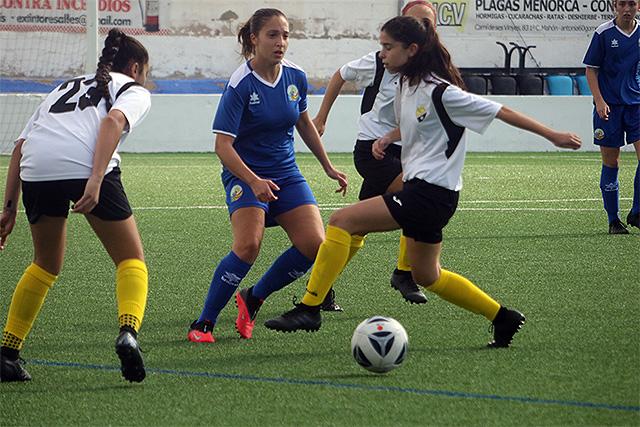 Una acción del partido (Fotos: deportesmenorca.com)