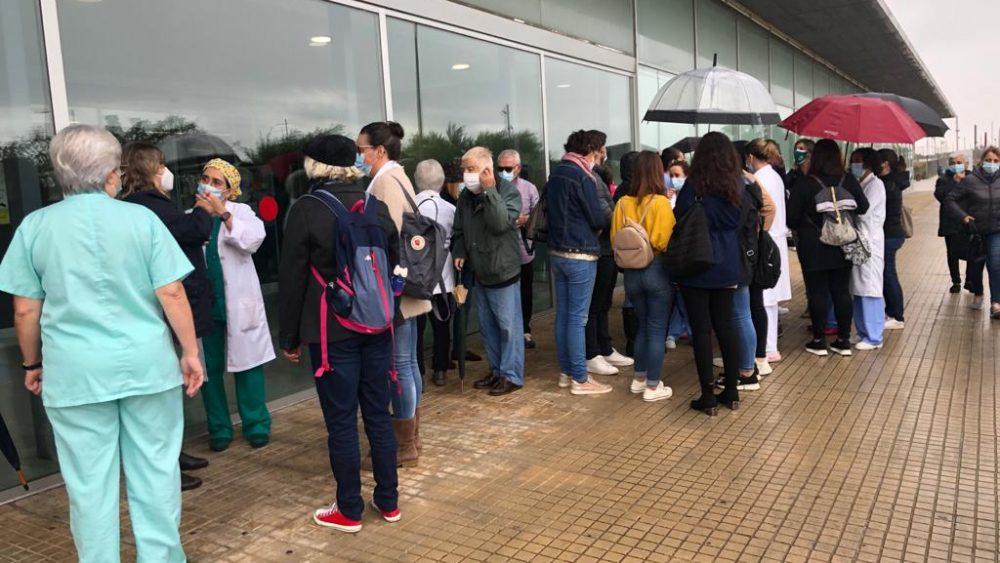 Protesta a las puertas del Mateu Orfila (Fotos: Tolo Mercadal)
