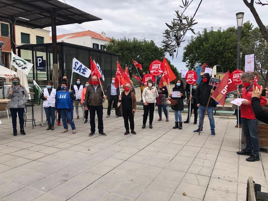 Imagen de la concentración este lunes en la Plaza Miranda de Maó