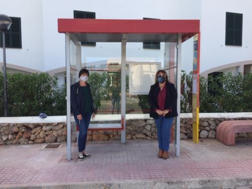 Momento de la inauguración del nuevo mobiliario urbano (Foto: Consell Insular)