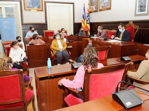 (Fotos) ¿Y si los niños gobernaran el Ajuntament de Maó?