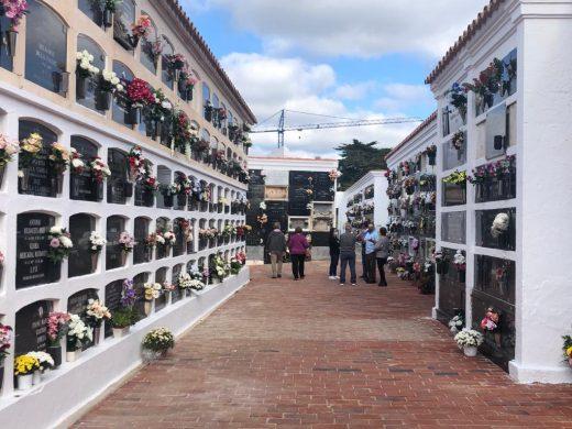 (Fotos) Sin apenas visitas en el cementerio de Maó