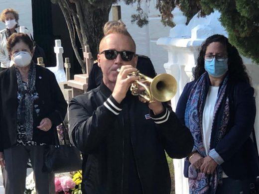 (Fotos y vídeo) Emotivo 'Toc de silenci' en Alaior