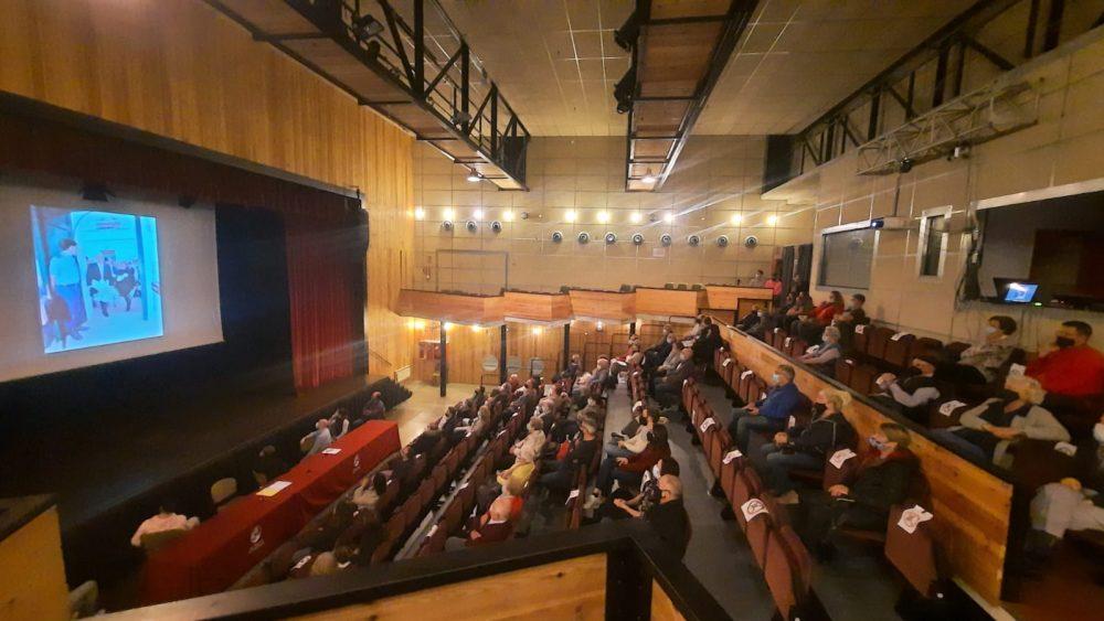 Un momento del acto en la Sala Multifuncional (Fotos: Ajuntament d'Es Mercadal)