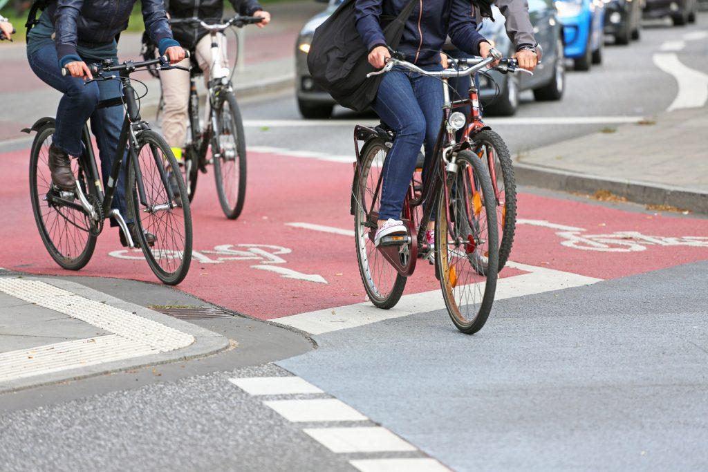 El uso de bicicletas es habitual en Ciutadella