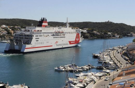 Autoridad Portuaria de Baleares prevé una recuperación gradual de pasajeros y mercancías en el puerto de Maó