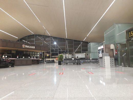 Interior del Aeropuerto de Menorca.