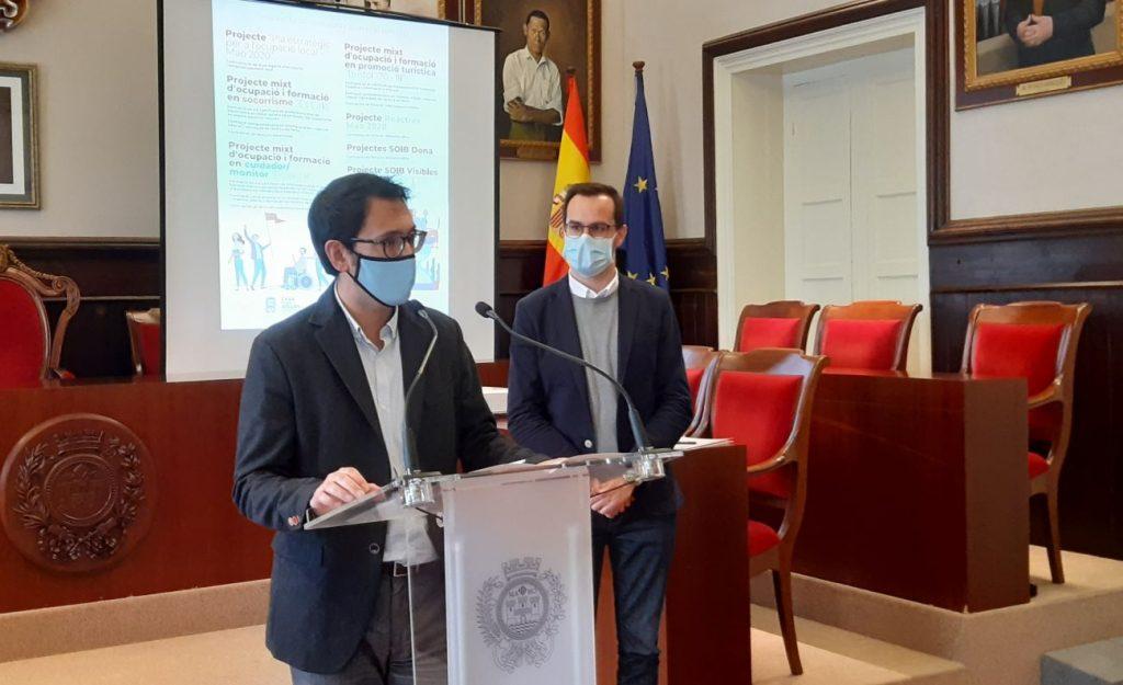 El conseller Negueruela y el alcalde de Maó esta mañana en el Ayuntamiento
