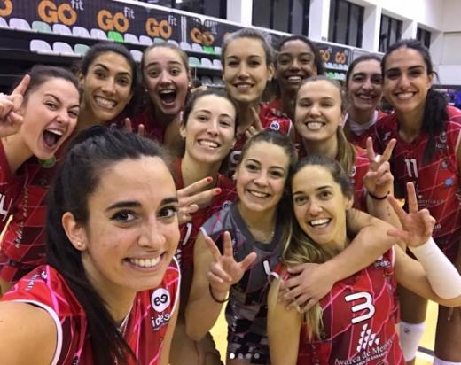 Selfie tras la victoria del Avarca de Menorca en Madrid (Fotos: CV Ciutadella y RFEVB)