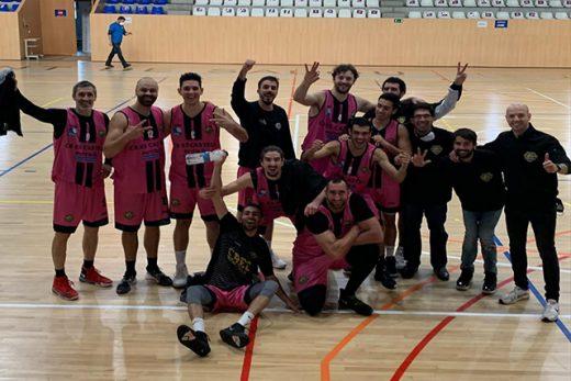 Celebración tras la victoria en Salou (Foto: CB Es Castell)