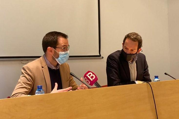 El conseller Marc Pons y el alcalde de Maó Héctor Pons