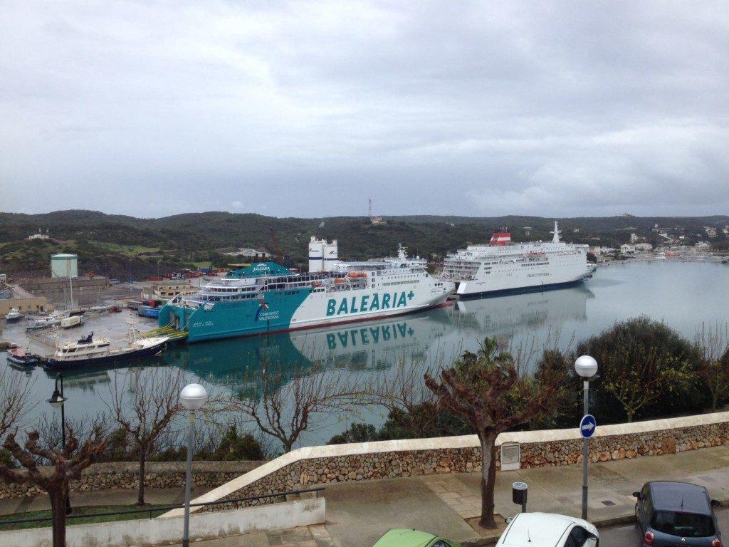 El ferry de Baleària opera este jueves en Maó debido al mal tiempo en Ciutadella