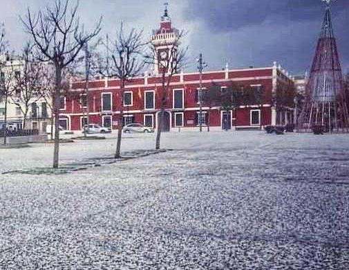 (Fotos) Una fuerte granizada cubre de blanco Es Castell y Maó