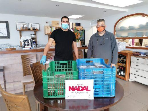 (Fotos) Cocineros y empresas se unen para ofrecer una cena a familias sin recursos