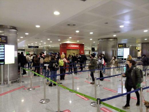Sólo tres de los 30 primeros pasajeros llegan a Menorca con los PCR  obligatorios