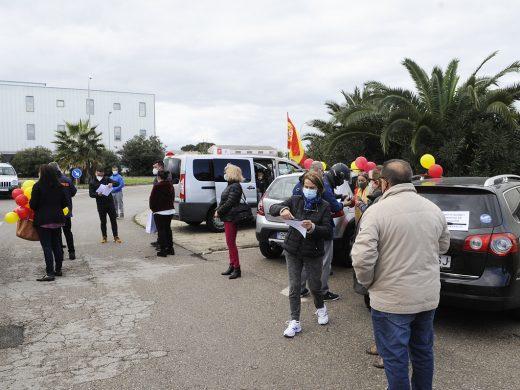 (Fotos y vídeo) 200 personas se manifiestan en Maó por la Constitución