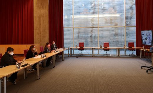 Autoridades reunidas en la sede del Consell.