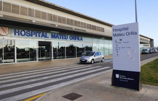 Hay 20 pacientes ingresados en el Hospital Mateu Orfila, 7 de ellos en la UCI